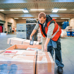 Spedition, Lagerlogistik, Spedition beauftragen, Internationale Spedition Systemverkehr, Kontraktlogistik Qualitätskontrolle, Gefahrstofflager, Industrieservice